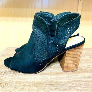 a775 Fergie, Women Size 10M Sandals - Color Black